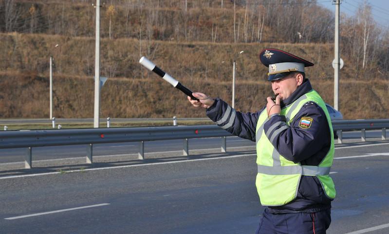 Путин запретил автоинспекторам снимать номера с автомобилей