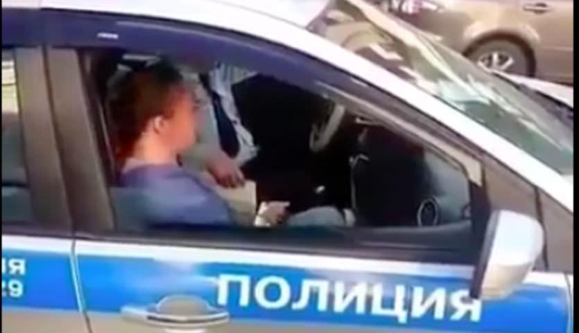 ДПСник в Казани придумал мудреный  метод проверки автомобилей