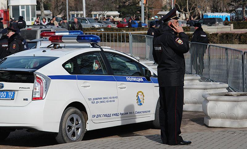 Офицер ДПС в Севастополе избил подчиненного за неправильную парковку