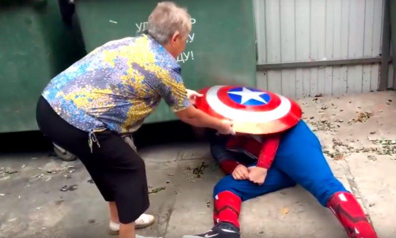 Капитана Америку избили и выкинули на помойку бабушки Краснодара