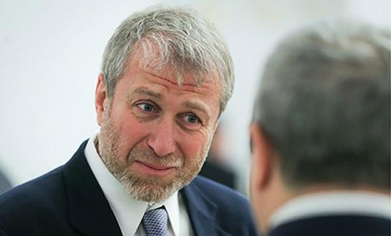 Британия может конфисковать счета Абрамовича и 100 олигархов из России