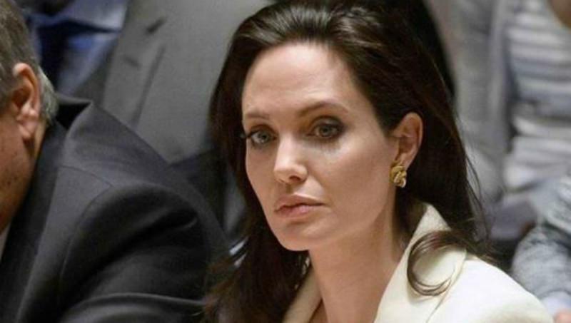«Показывал попу девочке»: Джоли раскрыла компромат на Питта