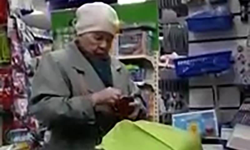 Бабушка украла кофе в магазине. Реакция охранника шокировала