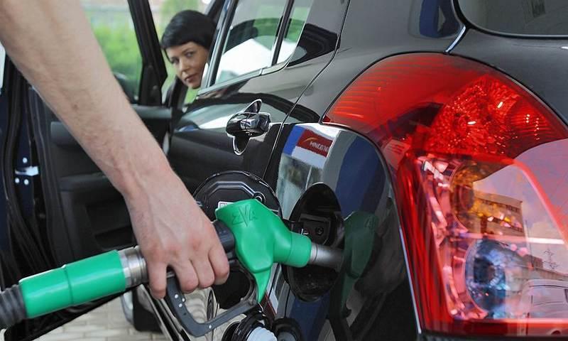 Назван самый популярный в России бензин