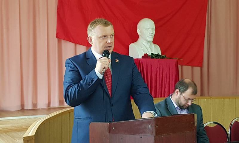 Коммунист Андрей Ищенко побеждает на выборах губернатора Приморья
