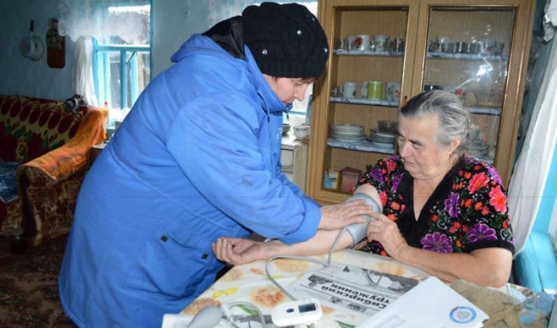 Еще и это: российских почтальонов обяжут лечить клиентов