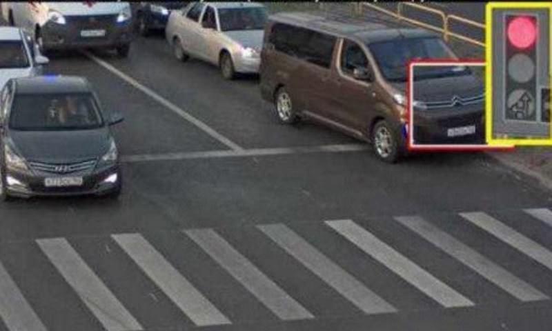 Полиция оштрафовала водителя, пропустившего скорую