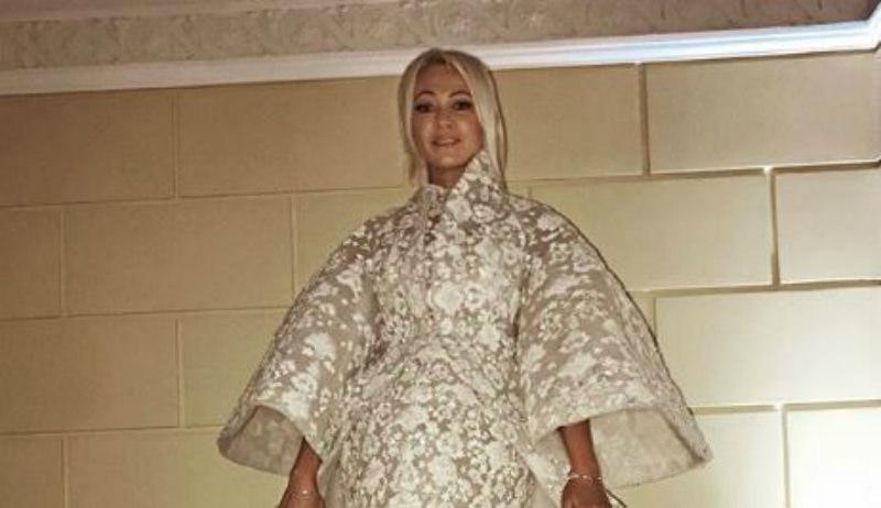 «Царь, просто царь»: Рудковская вышла в свет в «платье-палатке»