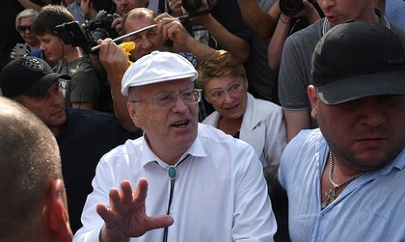 Жириновский за слово «говно» ударил москвича на митинге