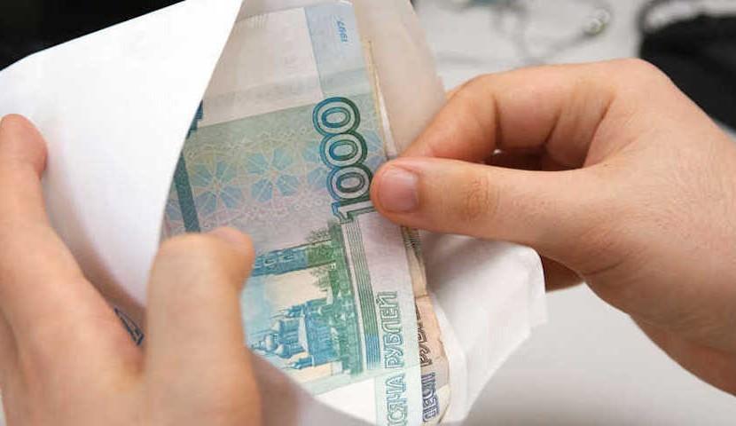 Почти половина россиян готова получать зарплату