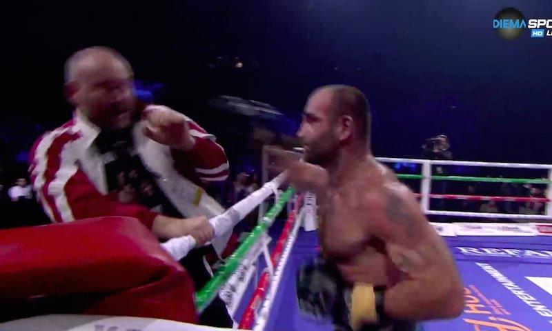 Проигравший грузинский боксер в ярости ударил тренера