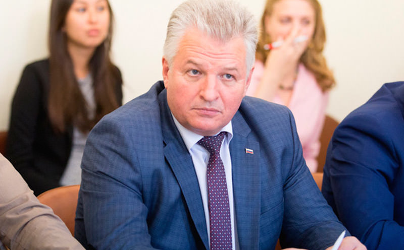 Избивший соседку пьяный депутат отделался штрафом в пять тыс рублей