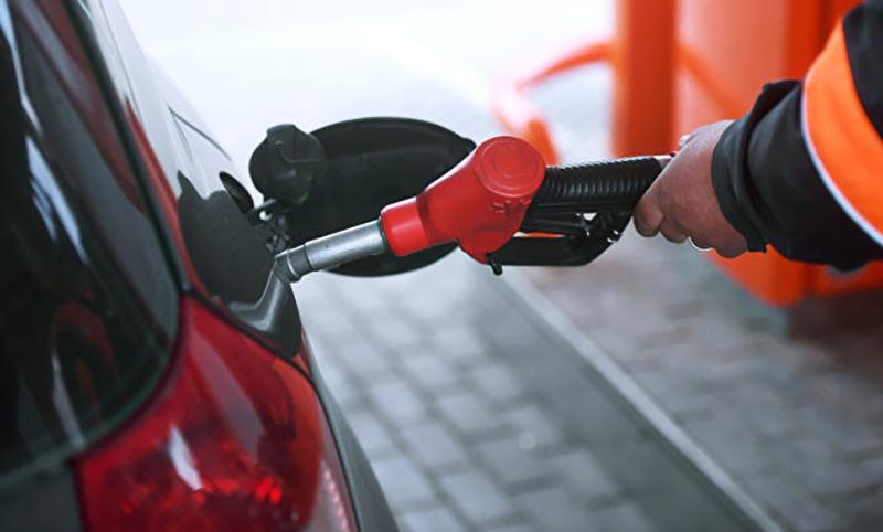 Нефтяники попросили повысить цены на бензин на 5 рублей