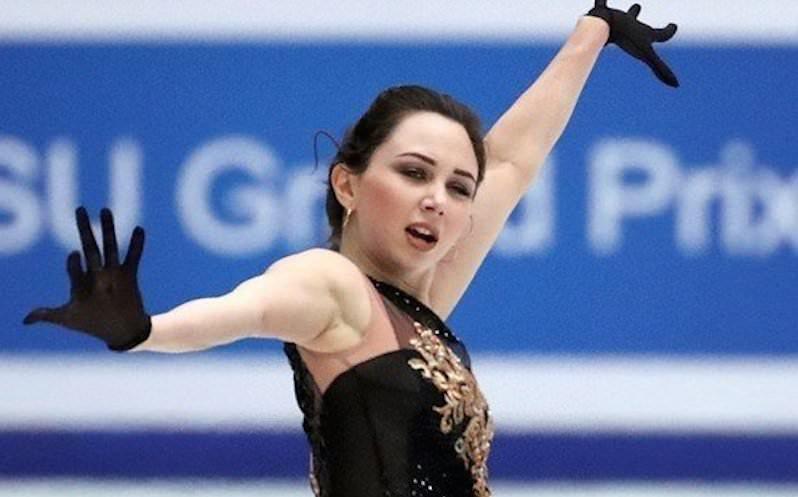 Российская фигуристка после победы разделась на льду до нижнего белья