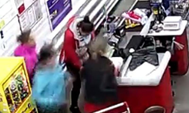 Женщина родила прямо у кассы супермаркета