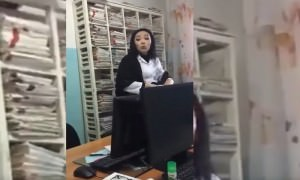 В Казахстане врач оскорбила пациента за русский язык