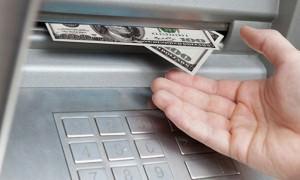 Жителю Североморска, которому банкомат выдал доллары, грозит «уголовка»