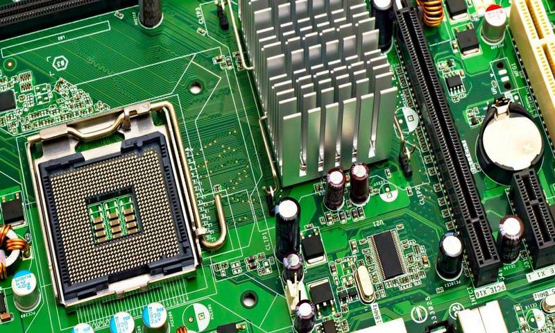 Китай следил за США с помощью чипов-шпионов в технике Apple и Amazon