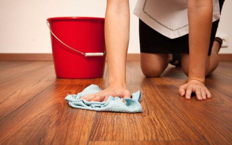 Мать-одиночка мыла полы за объедки и попала под суд