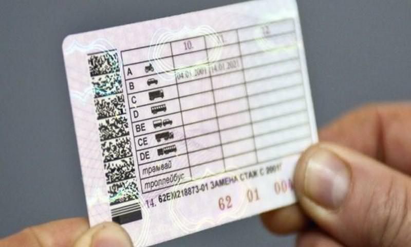 Лишенных прав водителей обяжут оплатить все штрафы и заново сдать экзамен