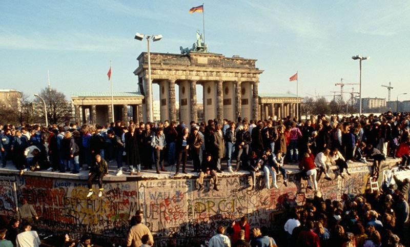 Календарь: 9 ноября - Пала Берлинская стена