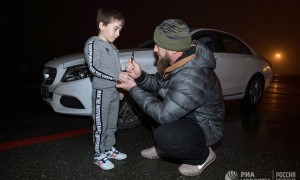 Кадыров подарил мерседес мальчику, отжавшемуся более четырех тысяч раз