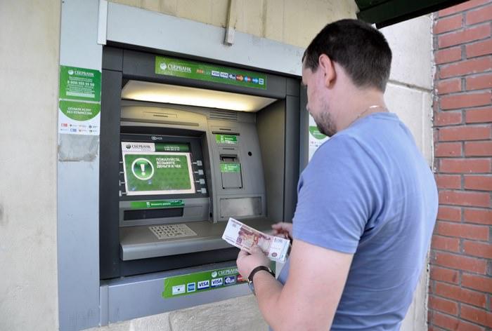 Банкоматы Тинькофф-банка и Сбербанка будут узнавать клиентов в лицо