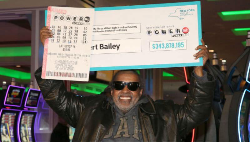 Пенсионер сорвал куш в лотерее после 25 лет попыток