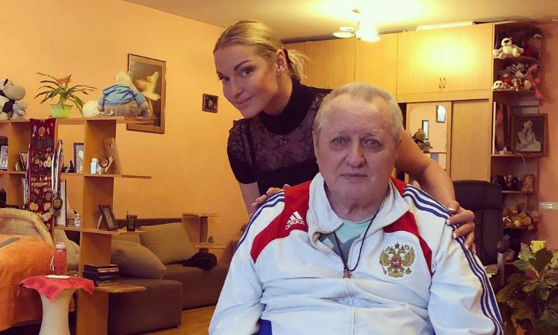 Волочкова выгнала из квартиры гражданскую жену отца