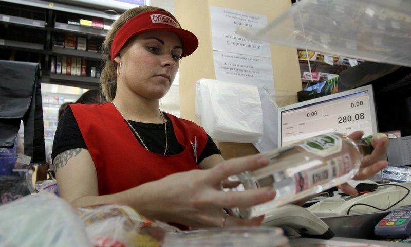 Минздрав: россияне будут меньше покупать табак и алкоголь