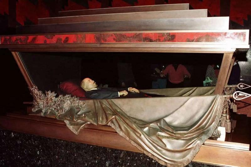 Тело Ленина в Мавзолее предложили заменить резиновой куклой-копией