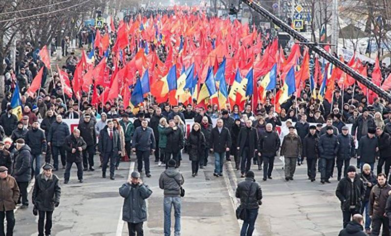 Народ Молдовы устал от проевропейской власти и вышел на многотысячную акцию протеста