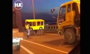 Несколько человек прикинулись автобусом во Владивостоке