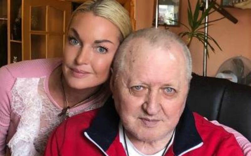 Волочкова выставила мачеху из дома отца-инвалида