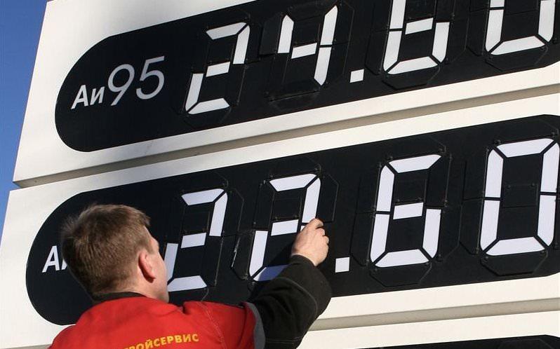 «Пренебречь всеми ради избранных»: малый бизнес просит отменить запрет на импорт дешевого бензина