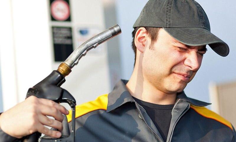 Нефтяные компании подозреваются в скрытой накрутке цен на бензин