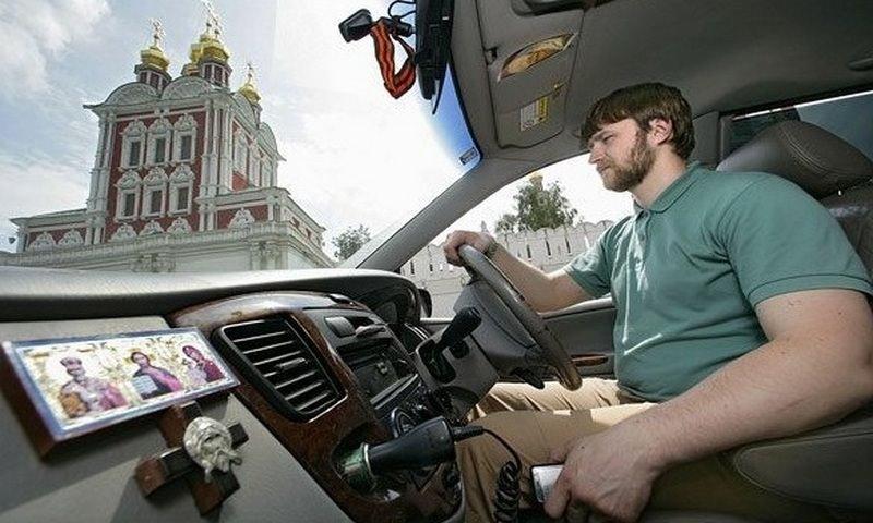 «Яндекс.Такси» запретило водителям бизнес-класса вешать иконы в салоне из-за просьб клиентов