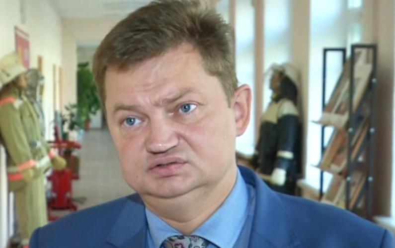 Чиновник выписал себе 388 тысяч рублей, срезав подчненным зарплаты