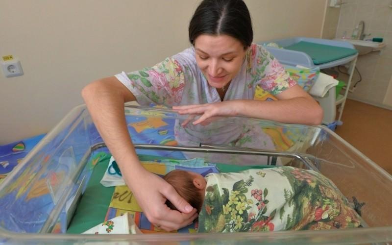 Правительство увеличило пособия по уходу за ребенком до  26 тыс рублей