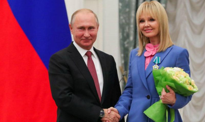 Владимир Путин наградил Валерию орденом Дружбы народов
