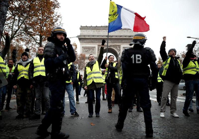 В разгар протестов французские полицейские решили бастовать