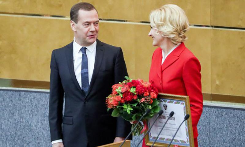 Медведев наградит депутатов за нелегкий труд принятия законов