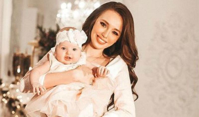 Жена Тарасова показала лицо дочери. На кого похожа?