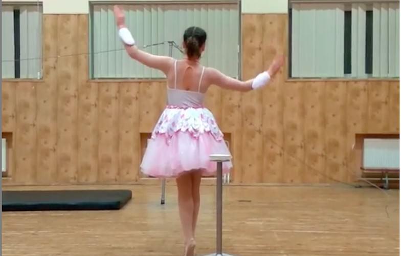 Балерина с двумя лицами напугала зрителей