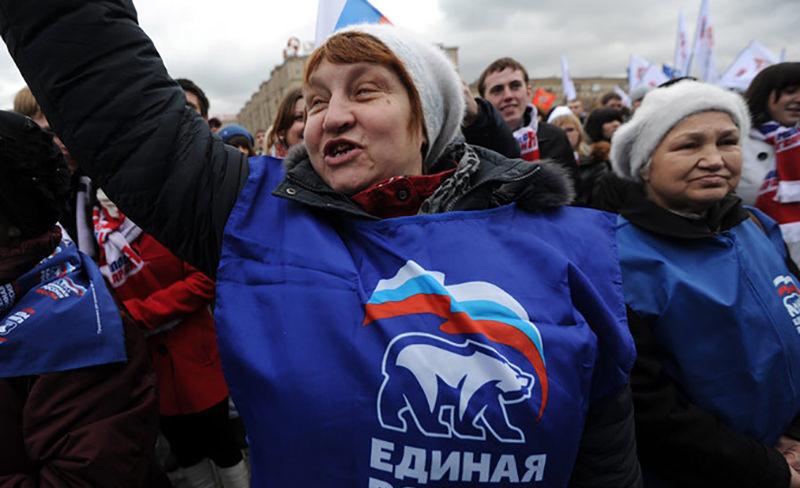 """Число сторонников и противников """"Единой России"""" почти сравнялось"""