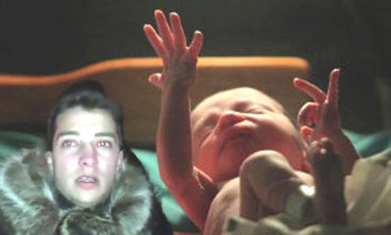 Мужчина обнаружил брошенную  на мусорке в -13° новорожденную и оказался её отцом
