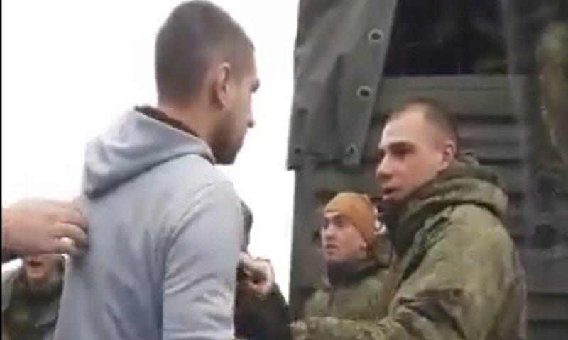 Военные проучили обочечников на трассе М-4 в Краснодаре