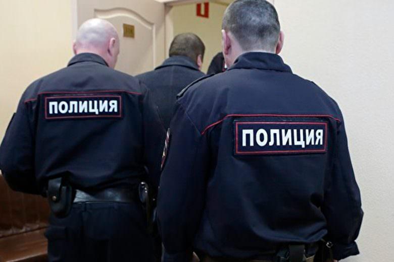 В МВД предложили разрешить полицейским вскрывать машины и проникать в жилье