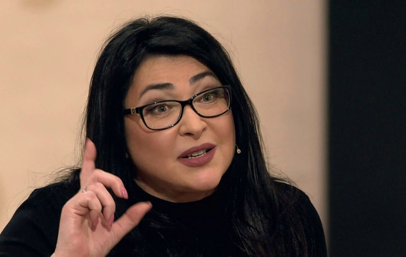Лолита: «Скидываться всем по рублю?! А за что я налоги плачу!»