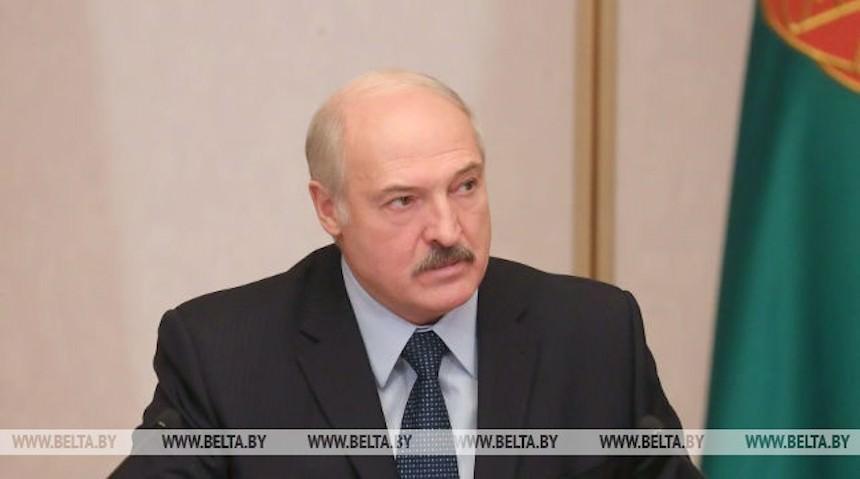 Лукашенко пригласил на танец красавицу, которую звал в колхоз